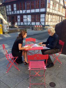 Tischgespräch im Jacobiviertel